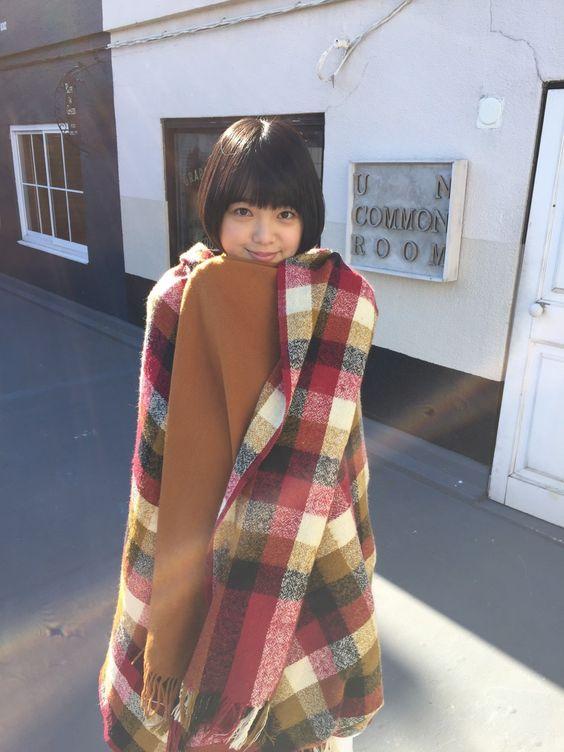 毛布にくるまる平手友梨奈