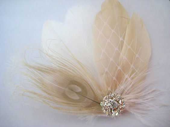 Beautiful handmade hairpiece for the bride and bridesmaid    >> White Champagne Blush Ivory Peacock Feather Rhinestone Jewel Veiling Head Piece Hair Clip Fascinator.