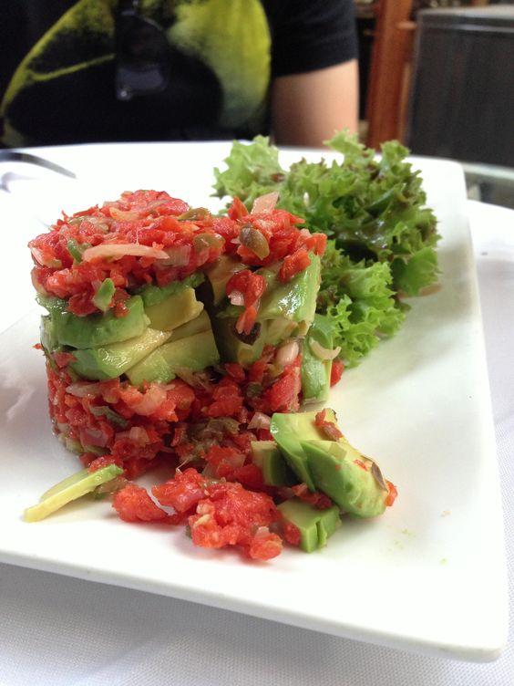 Tartar de salmón ahumado - Café de la Candelaria... Santiago