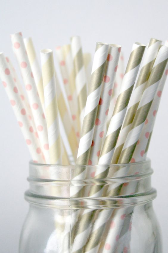 love these pink champagne paper straws