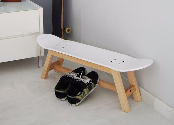 Skateboard Hocker mit beine massivem buchenholz natürliche und skate Lackiert-Weiss  Maße Breite: 82 cm Tiefe: 20 cm Höhe: 25 cm  Montage erforderlich.  Versand in 2-4 Tagen ab dem Datum...