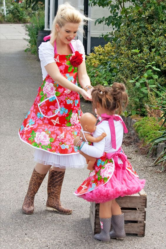 Mother and daughter aprons handmade by Mama-louaprons