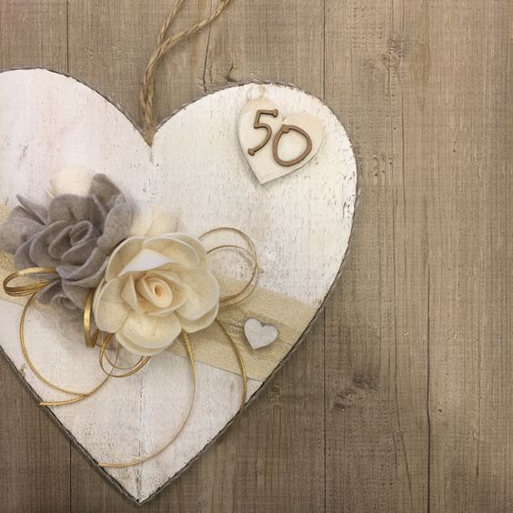 #duepuntihandmade #handmade #handmadewithlove #withlove #diy #doityourself #heart #wood #gift #foryou #home #homedecor #wreath #anniversario #anniversariodimatrimonio #nozze #nozzedoro #50anniversary #50annidimatrimonio #50anniinsieme #flowers #haveaniceday #auguri