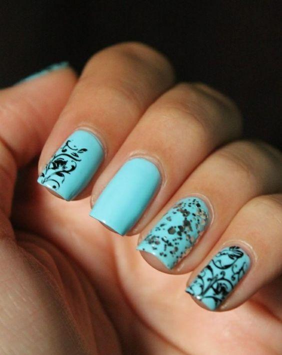 nageldesign bilder in meeresblau nail art zum thema meer