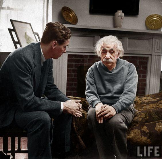 Restauração de fotos antigas. Albert Einstein.
