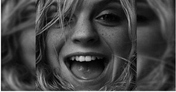 Gens heureux: Le bonheur est un but que tout le monde partage . Personne ne désire être triste ou déprimé. « Le bonheur est une habitude. Cultivez-la. »
