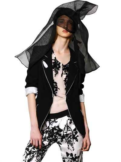 With a poetic nonchalance...ANN DEMEULEMEESTER - COOL WOOL BLAZER - LUISAVIAROMA