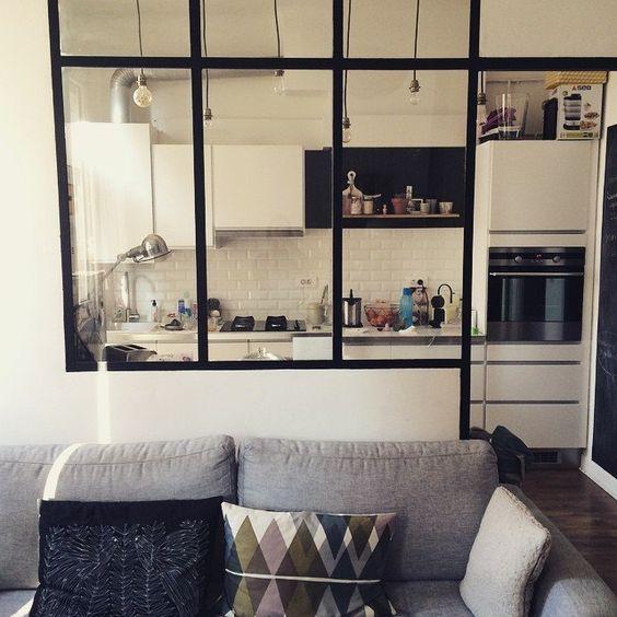 Une salle de bain pur e cuisines dans salon cuisine et for Verriere cuisine ouverte