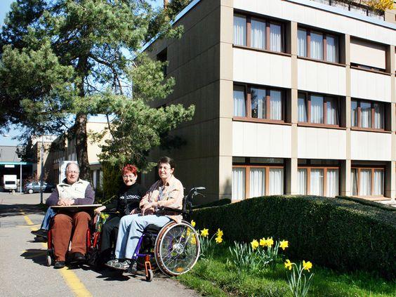 IWAZ, Wetzikon, Sozialunternehmung für Menschen mit Behinderung, Wohnen und arbeiten, Produktion und Dienstleistungen, IWAZ-Restaurant, Behindertenhilfsmittel