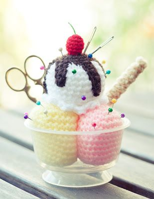 FREE Ice Cream Sundae Crochet Pattern and Tutorial: