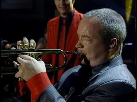 Esto si es un verdadero Big Band Orchestra..., cuando haya uno aquí me avisan!