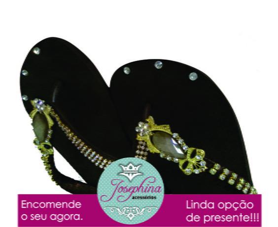 Lindo chinelinho havaianas customizado. Uma verdadeira jóia no seu pé. Uma opção incrível para presentear. R$ 75,90