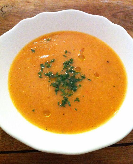 Möhren-Kartoffel-Suppe von Carlotta Zutaten: Kartoffeln, Möhren, Zwiebel, Ingwer, Olivenöl, Gemüsebrühe, Sahne #gutelaunevitamix