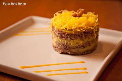 Marinado - Torta de nozes e coullis de manga (jantar)