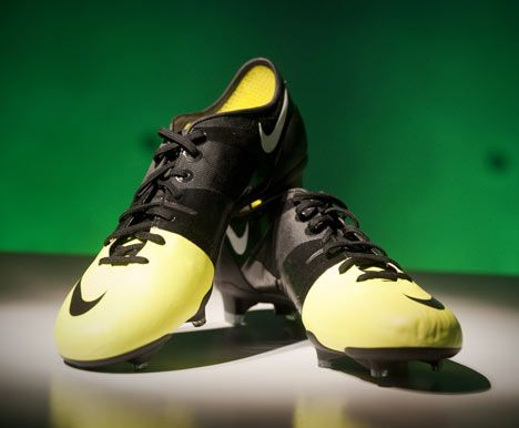 Movie: Nike GS Football Boot