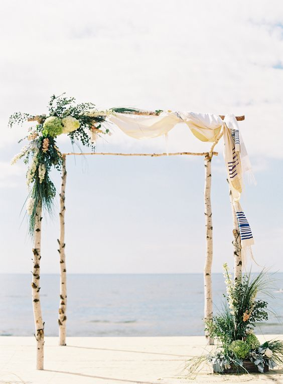 Photography: Clary Pfeiffer Photography   claryphoto.com Coordination: Shelby Lynn Ferguson With Sincerely Ginger   sincerelyginger.com Floral Design: The Day Design   eventsbythedaysdesign.com Venue: Dunes Of Lake Michigan   www.berriencounty.org/Parks/SilverBeach   View more: http://stylemepretty.com/vault/gallery/39954