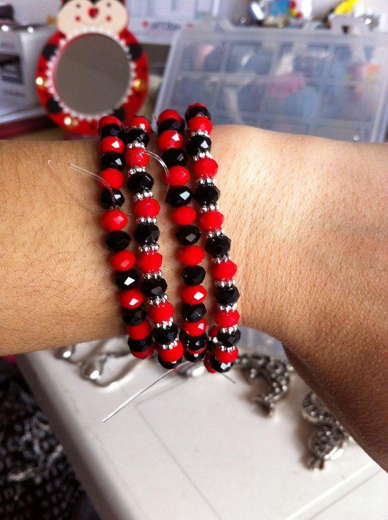 Braccialetti rossi e neri Facebook : Naima Gioielli