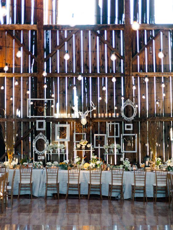 Festa de casamento num celeiro...
