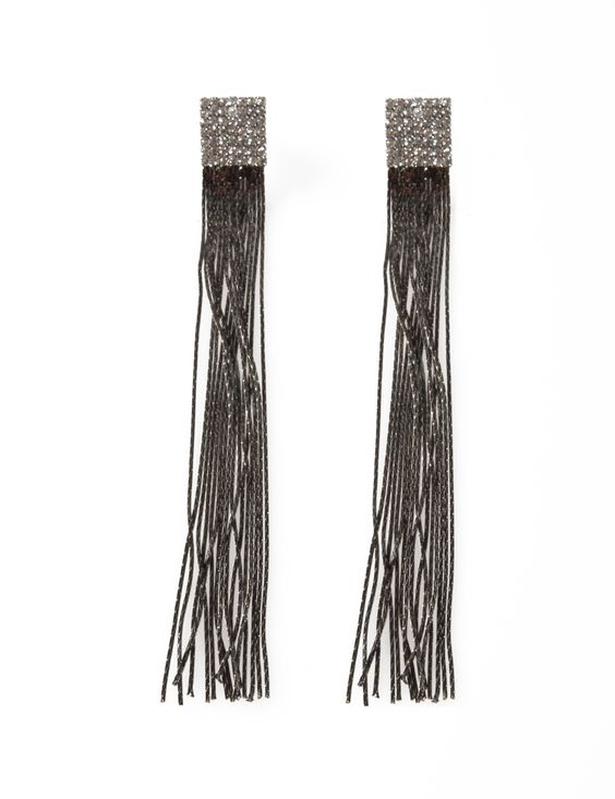 Very similar to the Leslie Dansis earrings I am wearing to the Oscars