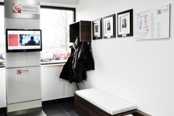 Een helder kantoor in bestaand pand voor Menzing Warmtebehandeling. Menzing Warmtebehandeling investeerde vooral in nieuwe machines, procesbeheersing en technieken in de bedrijfshal. Na kwaliteit voor de producten van klanten, werd het tijd voor een vernieuwing van de werkomgeving voor de medewerkers. Leferink Office Works bracht woorden uit het wensenlijstje als clean, multifunctioneel en helder tot leven met Sedus en maatwerk. Een prachtig resultaat.