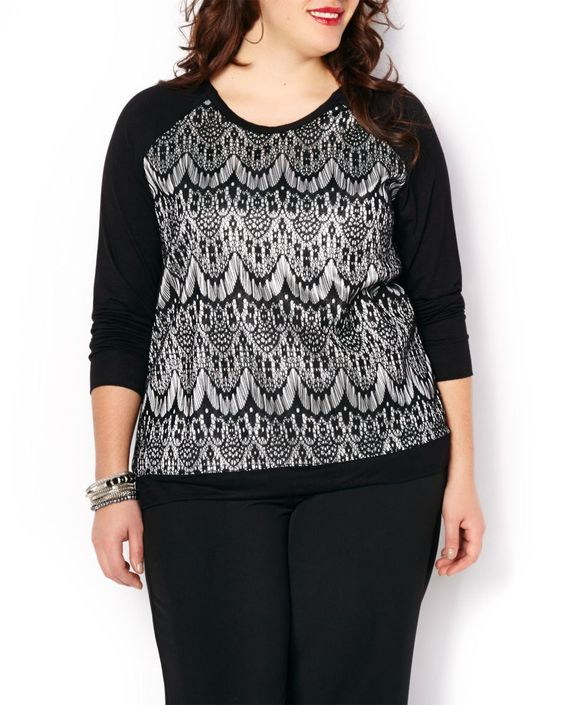 """Cozy-up to effortless style thanks to this plus-size sweatshirt. Features lovely lace print at front, long raglan sleeves and a rounded neckline. Team it with your favourite jean for a feminine casual look. Length: 28"""""""