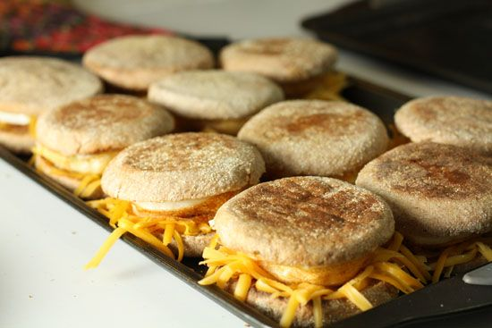 How to bake and freeze a ton of English Muffin breakfast sandwiches-great idea for those hectic mornings!: Breakfast Idea, Freezer Breakfast, Breakfast Brunch
