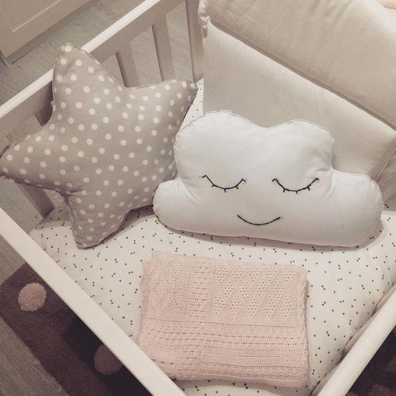 DIY. Cojines en forma de nubes y estrellas. Manta Zara Home Kids.