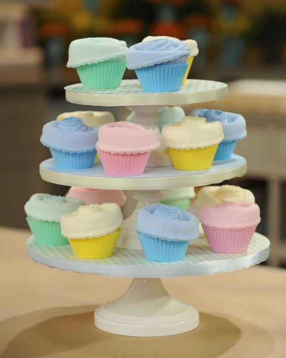 Make adorable, one-of-a-kind party favors that look good enough to eat -- and clean up the mess, too -- with this how-to from Topsy Turvy Diaper Cake's Renee Swartz.