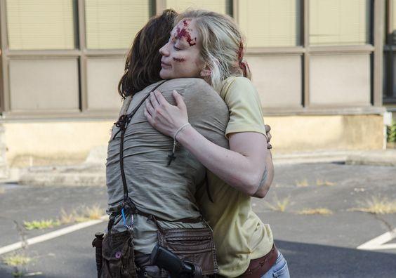 The Walking Dead Season 5 Behind-the-Scenes Photos  Lauren Cohan (Maggie Greene) and Emily Kinney (Beth Greene) in Episode 8 #TheWalkingDead #TWD