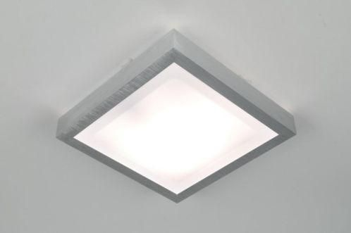 Uma luminária de teto quadrada com armação de alumínio levemente escovado. . Adequado para o banheiro (IP44) sala de estar, sala de jantar cozinha luminária de teto . compras via loja virtual www.luminarias.br email : ( webwinkel@rietveldlicht.nl )