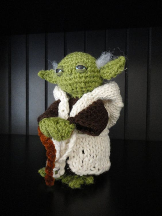 "6"" Crochet Yoda Figurine with Robe and Cane pattern - I'm repinning for others to see :)"