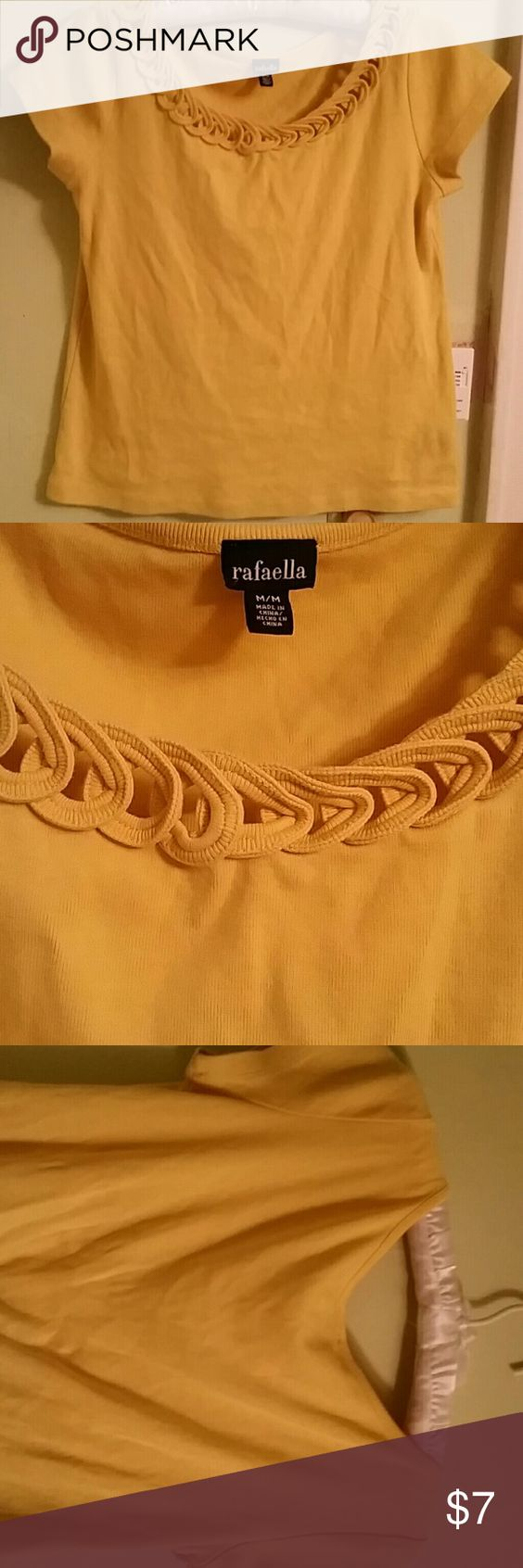 Medium short sleeve shirt with color design Mustard yellow rings around the neck kind of design Tops