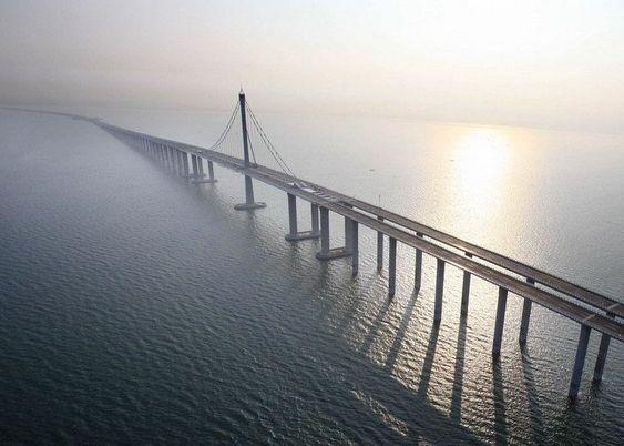 Puente de la bahía de Qingdao
