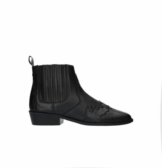 Pin By Patrycja Sartanowicz On I Love Shoes Chelsea Boots Shoes Boots