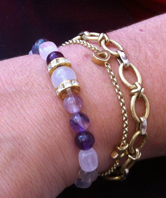 Preciosa #pulsera de fluorita, propicia para atarer paz, armonia y promover los afectos. info@dlolas.com www.dlolas.com