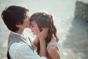 Ser romântico não é ser gay. Ser romântico é ser um garoto que toda garota merece e cuidar de ser feliz com o seu amor.