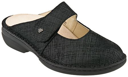 Finn Comfort Stanford 2552 in Negro from PlanetShoes.com