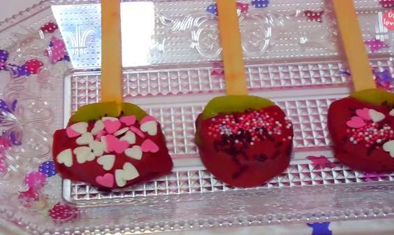 الكيوي والشوكولاتة البيضاء لحلوى عيد الحب