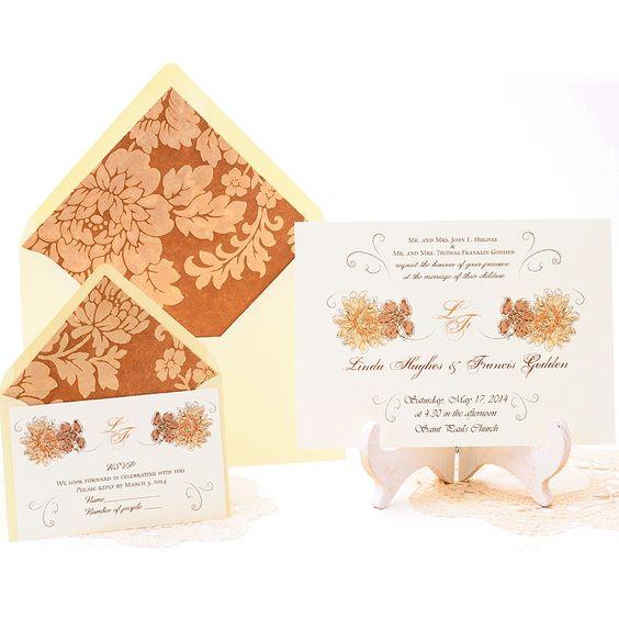 Invitación de boda elegante y romántica, con elegante patron floral en tonos marrones, cremas y dorados.  Damasco