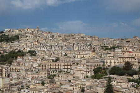 Die Stadt Modica gehört zu den spätbarocken Städten des Val di Noto (Sizilien) Italien - tourpics.net