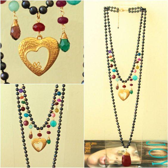 Hermoso collar largo doble de perlas azul marino dije de corazón y combinación de piedras !
