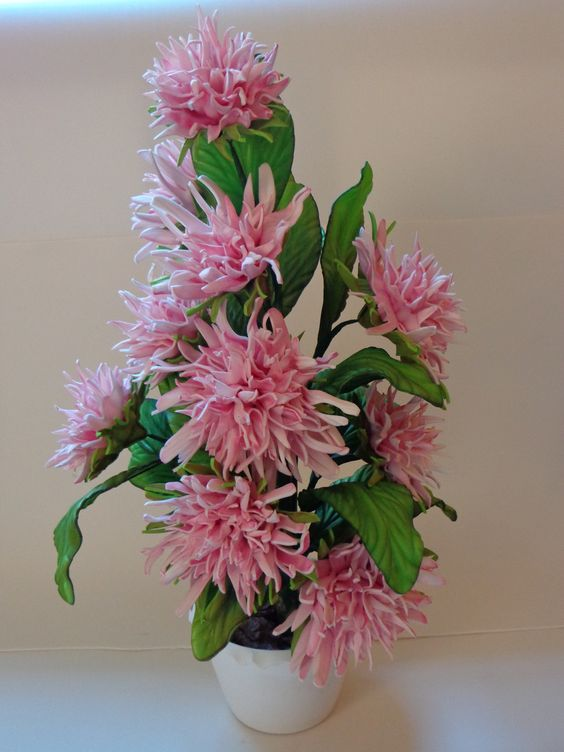 Deixe sua casa mais charmosa ou presenteie quem você ama com este lindo Arranjo Floral. <br>Vaso em plástico de excelente qualidade. <br> <br>Confeccionamos em todas as cores.