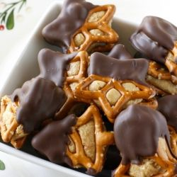 Peanut Butter Pretzel Bites - like a peanut butter ball combined with a chocolate covered pretzel :)