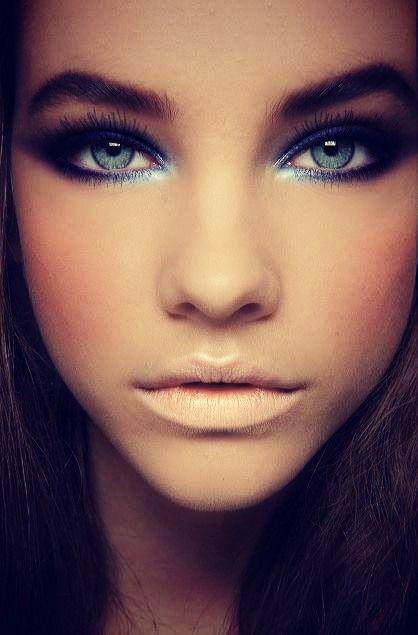 Eye makeup with nude lips