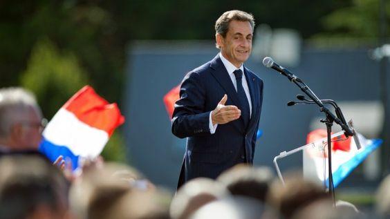 """Alors que la France s'apprête à accueillir 24 000 réfugiés syriens, le président du parti Les Républicains, Nicolas Sarkozy, met en garde contre """"la désintégration de la société française"""" en l'absence d'une véritable politique migratoire."""