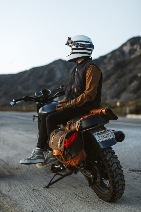 Joy's Scrambler setup with a single saddle bag and tool roll:
