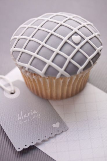 Never thought I would love a grey cupcake but I do