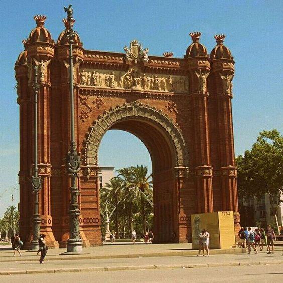 Arco del Triunfo en #Barcelona http://bit.ly/1RHWDGe