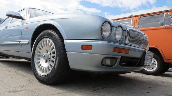 Jaguar wird in diesem Jahr 80 und wir gratulieren schon einmal mit unserer Liebe zu den schicken Katzen. Hier ein 1996 Jaguar XJ aus Kalifornien, den wir verladen durften. // Carshipping by Interfracht. We ship your dream - since 1972