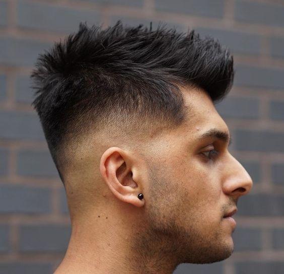 En picos para sentirte como tu futbolista favorito. | 15 Cortes de cabello para hombre que te convencerán de cambiar de look